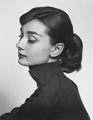 portrait photo of Audrey Hepburn taken by Yousuf Karsh