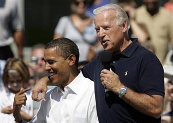 Barack Obama (L) with Joe Biden as they campaign together in Toledo, Ohio