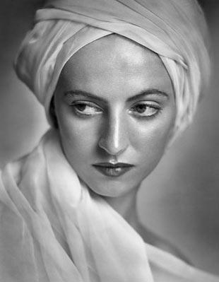 portrait photo of Betty Low taken by Yousuf Karsh