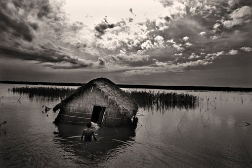 Munem Wasif's series - Water Tragedy - documents the climate refugees of Bangladesh, many of whom have done very little to contribute to greenhouse emissions, but who being forced to relocate due to too much or too little water caused by global warming