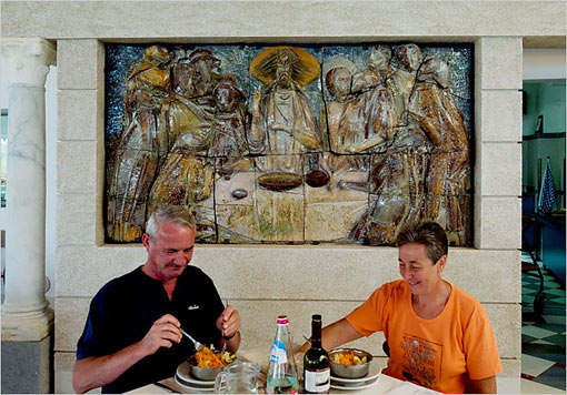 a couple dining at Monastero S. Croce, Italy