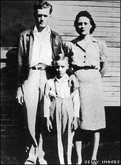 Elvis Aaron Presley was born in 1935 in a two-room house in Tupelo, Mississippi. His mother Gladys worked as a cotton picker, while his father Vernon drifted from job to job