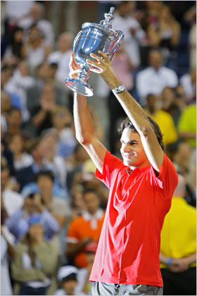 Federer with the 2008 U.S. Open trophy, which he has held since 2004