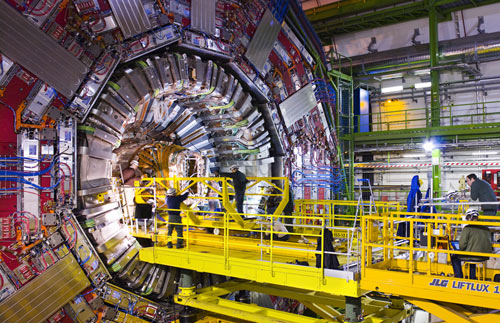 Insertion of the tracker in the heart of the CMS detector