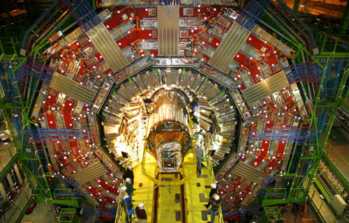 Installation of the world's largest silicon tracking detector in the CMS experiment