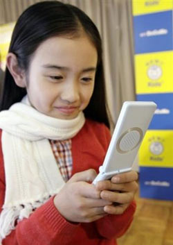 Japan panel urges children to use mobiles only when necessary