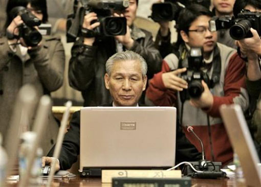 Lee Seong-tae, governor of the Bank of Korea, uses his laptop during a meeting to decide a benchmark call rate at its headquarters in Seoul, South Korea, Dec. 11, 2008. The central bank said it was slashing its benchmark seven-day repurchase rate to 3 percent from 4 percent during a regular policy meeting Thursday