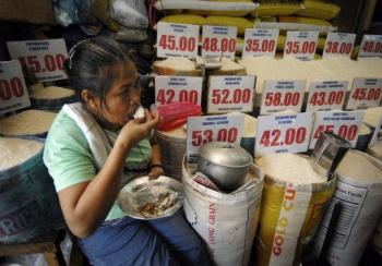 rice vendor eats while waiting for customers in Manila