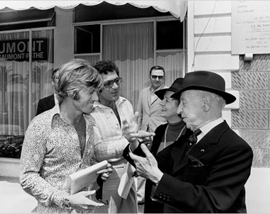 Robert Redford and Sydney Pollack at the 1972 Cannes Film Festival, with pianist Arthur Rubinstein and his wife Nela