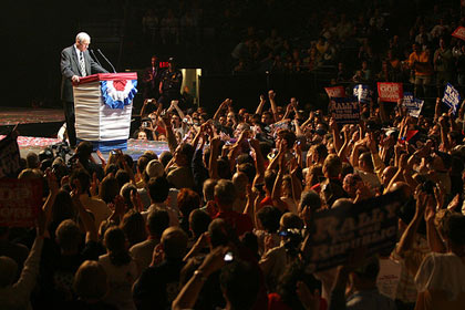 Ron Paul's 'counter-convention' rivals RNC next door