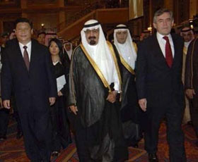 Saudi King Abdullah (C) walks with Britain's Prime Minister Gordon Brown (R) and Chinese Vice President Xi Jinping (L) at the opening ceremony of the Jeddah Energy Meeting June 22, 2008