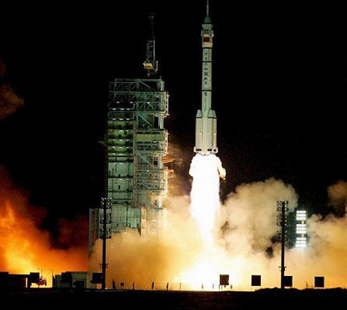 China's manned space mission successfully reached its final orbit early on Friday (September 26) morning