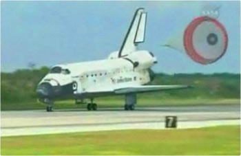 space shuttle Discovery touches down at Kennedy Space Center