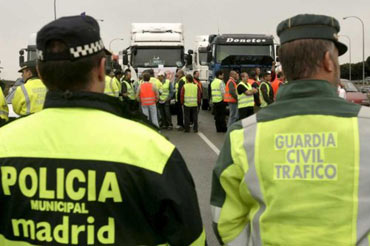 Spanish truck driver strike could eventually involve up to 300,000 vehicles across Spain