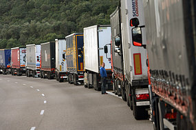 blockade: Spanish truck drivers near border with France