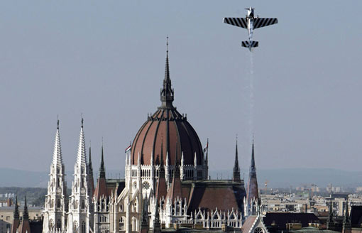 British pilot Steve Jones climbs skyward, above the Danube River and the Hungarian Parliament Building, during a qualifying run of the Red Bull Air Race World Series in Budapest August 19, 2008