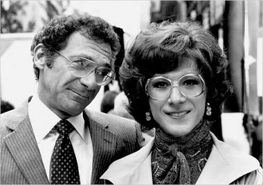 Pollack with Dustin Hoffman in the film Tootsie