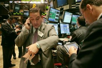 Stocks mostly rose Thursday as investors parsed stronger-than-expected quarterly reports from JPMorgan Chase & Co. and United Technologies Corp.