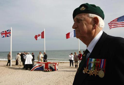a British veteran attends a ceremony on June 6, 2009 at Sword beach in Langrune-sur-Mer during the commemorations marking the 65th anniversary of the June 6, 1944 allied landings in Normandy