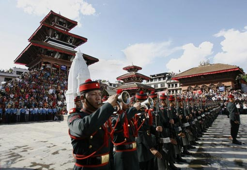 people watch as the guard of honor for Nepal's President Ram Baran Yadav stands at attention during the Indrajatra festival in Kathmandu September 14, 2008