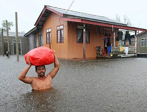 More than 16,000 Malaysians have evacuated their homes as flood waters continued to rise following incessant rainfall in six states.