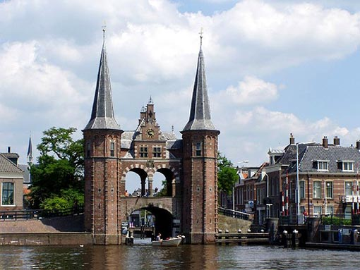 Although Sneek excists since the 11th century, it is officialy a town for 550 years (since the year 1456 ). The only remaining part of the city walls is this watergate or waterpoort.