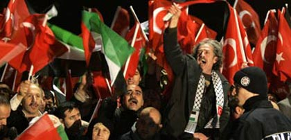 around 3,000 supporters welcomed Mr Erdogan's return to Istanbul, waving red and white Turkish flags