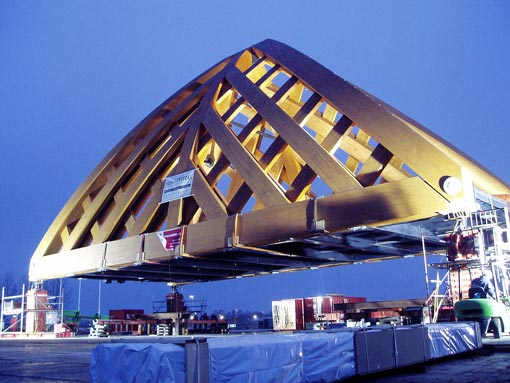 at the end of November 2008, a 360 tonne wooden bridge was positioned over the A7 national trunk road near Akkerwinde in Sneek (the Netherlands), completing the first phase of a unique project