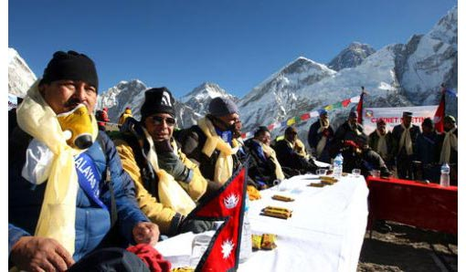 Cabinet meeting at Mt. Everest Nepal's top politicians strapped on oxygen tanks Friday and held a Cabinet meeting amid the thin air of Mount Everest to highlight the danger global warming poses to glaciers.