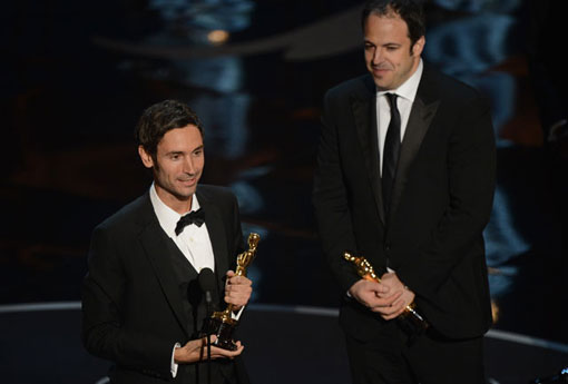 Malik Bendjelloul and Simon Chinn accept Academy Award
