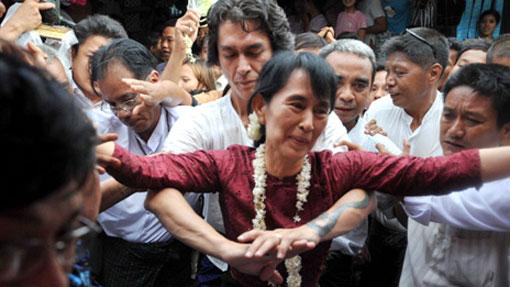 Kim Aris protects mother Aung San Suu Kyi