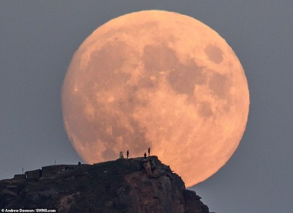 "Photographer spends two years getting ""magical"" picture of full moon rising above picturesque 1,000ft hill"