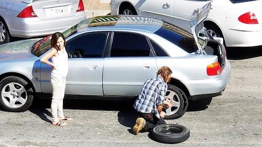 """Homeless man helps woman change flat tire: """"I believe in the Golden Rule. Anyone that needs help, I'll do it."""""""