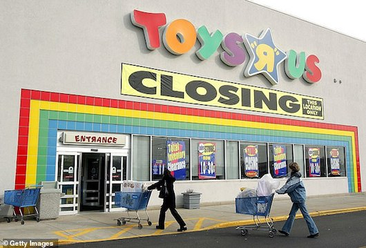 Toys R Us' bankruptcy: 33,000 laid-off workers get $60 severence pay each while lawyers get $56 million in fees